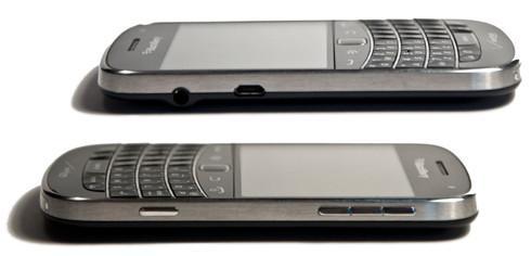 BlackBerry Bold 9930 Sides