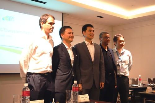 Acer, Canonical Marvell, and Hipad executives announcing their partnerships.
