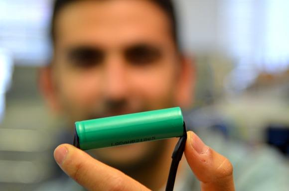 A lithium-ion battery cell that is commonly used today. Credit: James Niccolai