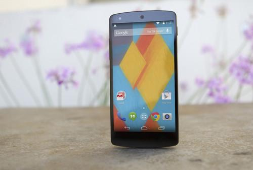 The Nexus 5 is roughly the same size as the Samsung Galaxy S4, but it's not as plasticky and it feels a lot more boxy than Samsung's flagship Android phone.