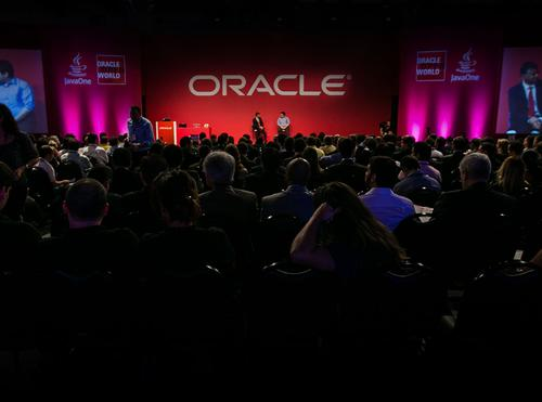 800 on board as Oracle ups local cloud ante